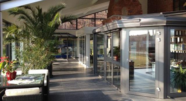 Ausstellung mit vielen Beispielen zu Wintergärten, Terrassendächern, Haustüren und Co der NLH Alu GmbH mit Stz in Spremberg